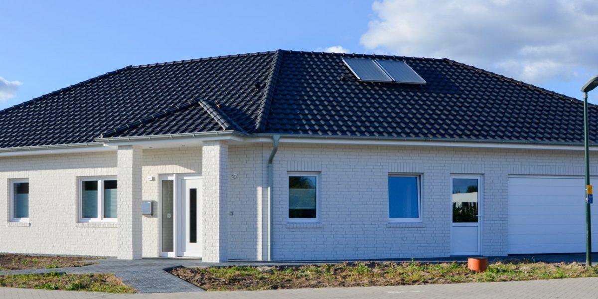 Ein Solarwärmepanel unterstützt die Heizungsanlage
