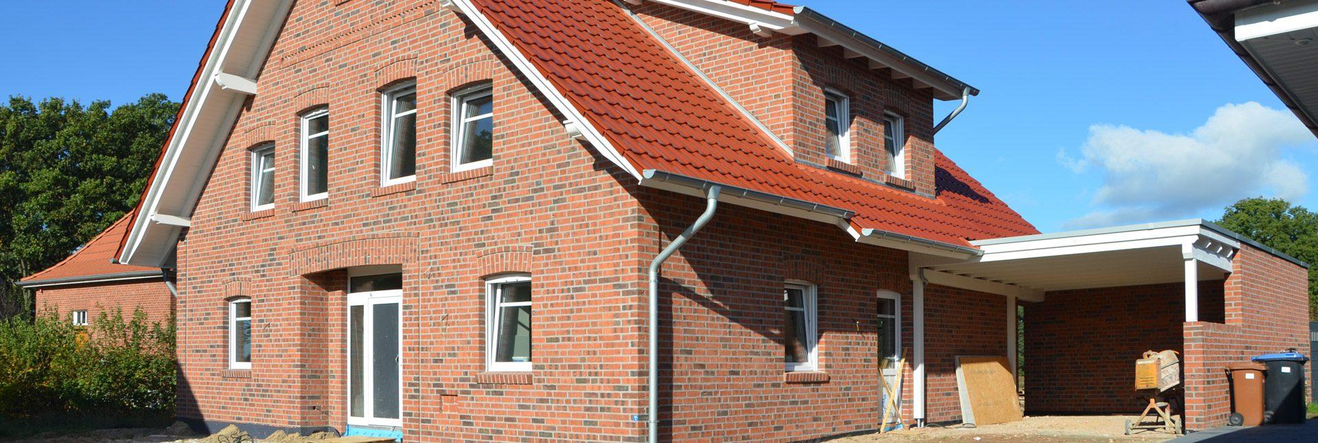 Das noch im Bau befindliche Haus zeigt traditionelle Elemente