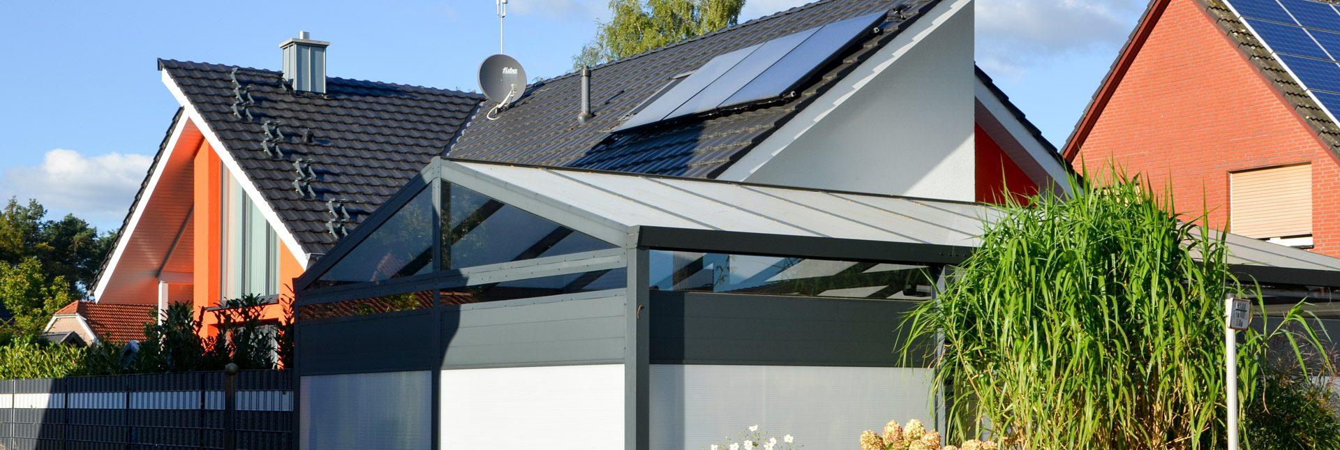 Drei Solarwärmepaneele unterstützen die Heizung