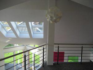 Das Einfamilienhaus mit der ungewöhnlichen Fassade bietet auch innen spaktakuläre Ausblicke